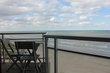 Appartement met terras en zicht op zee